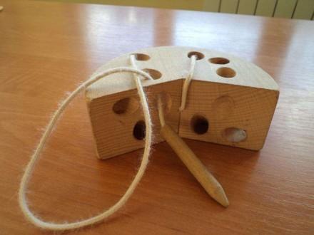 Игрушка - шнуровка. Развивает мелкую моторику ребенка. Фото 1,2 деревянная. Фото. Черновцы, Винницкая область. фото 3