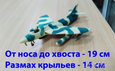 Модель самолета маскировочного окраса хаки