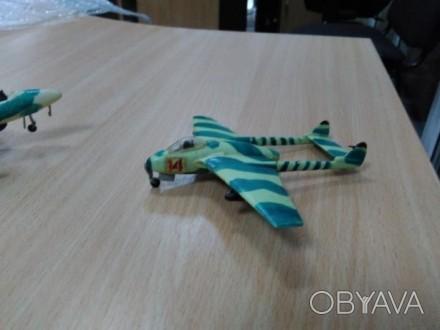 Модель самолета-катамарана маскировочного окраса хаки