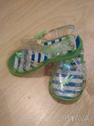 Летняя обувь для девочки. Очень удобные в носке, легкие. Состояние хорошее. Цена. Черновцы, Винницкая область. фото 1