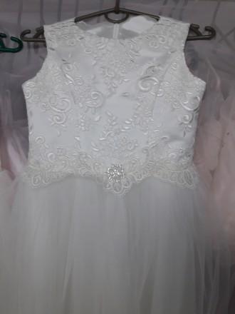 Очень красивое нарядное платье для вашей красавици. Есть в белом и айвори цветах. Черновцы, Черновицкая область. фото 4