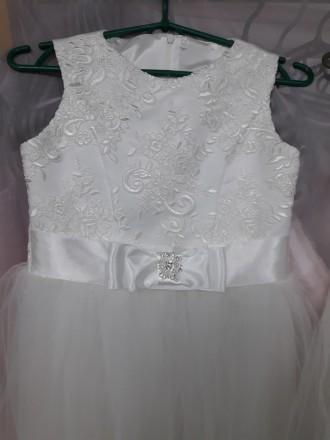 Очень красивое нарядное платье для вашей красавици. Есть в белом и айвори цветах. Черновцы, Черновицкая область. фото 3
