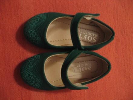 зеленые нарядные туфельки для девочки с вышивкой и на липучке. Черноморск (Ильичевск). фото 1