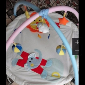 Развивающий коврик. Малин. фото 1