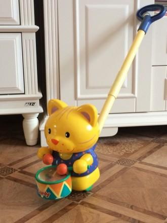 Игрушка котик- каталка на палочке.. Киев. фото 1