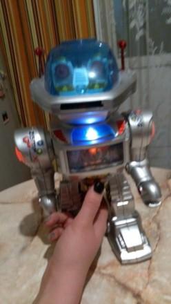 Робот на пульте управления с дисками!. Киев. фото 1