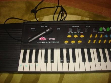 Большой синтезатор с микрофоном.. Харьков. фото 1
