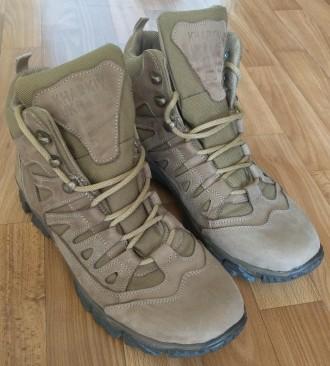 Кожаные тактические / трекинговые кроссовки с высокой берцой. Сумы. фото 1
