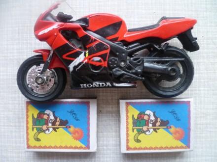 Продаю  модель мотоцикла - HONDA. Высота 7 см., а Длина 12 см.. Куплен в магазин. Львів, Львівська область. фото 2