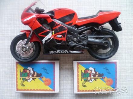Продаю  модель мотоцикла - HONDA. Высота 7 см., а Длина 12 см.. Куплен в магазин. Львів, Львівська область. фото 1