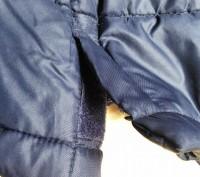 Тёплое нейлоновое пальтишко на синтепоне, простеганое, внутри рукава манжеты на . Харьков, Харьковская область. фото 10