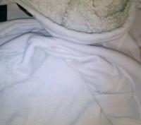 белая толстовка, капюшон на меху, сама кофта теплая внутри на флисе, есть неболь. Днепр, Днепропетровская область. фото 4
