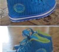 Очень стильные зимние кроссовки. Стелька 17 см.  Толстая, но при этом легенька. Борисполь, Киевская область. фото 3